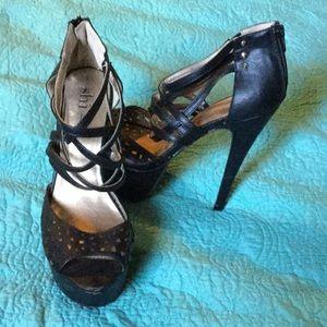 Shi by Journeys black strappy platform heels sz 10